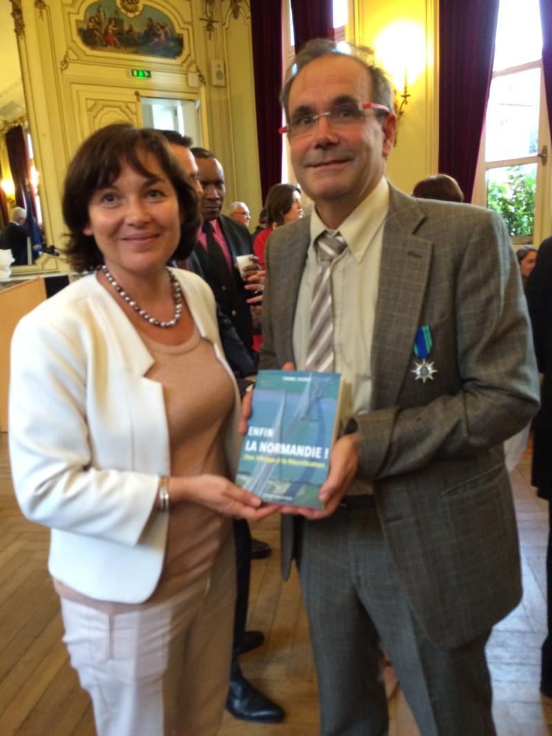 Louviers : Une ministre, une médaille, un livre...