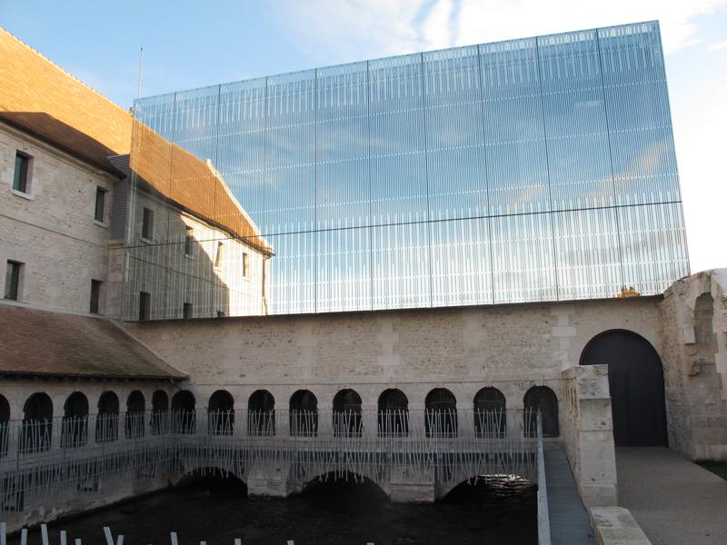 Nous nous réjouissions de voir Louviers mis à l'honneur par le Monde... mais nous ignorions que l'incompétence du maire allait ridiculiser notre ville.