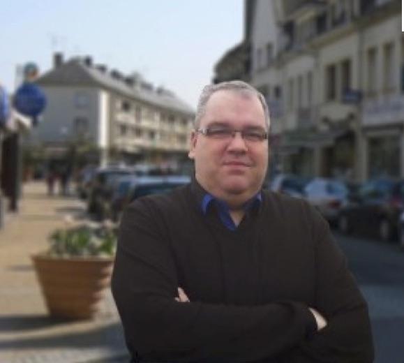Réponse du maire : Bazire a bien raison d'empocher le cadeau fait par l'Amicale du personnel pour financer son voyage en Hollande.