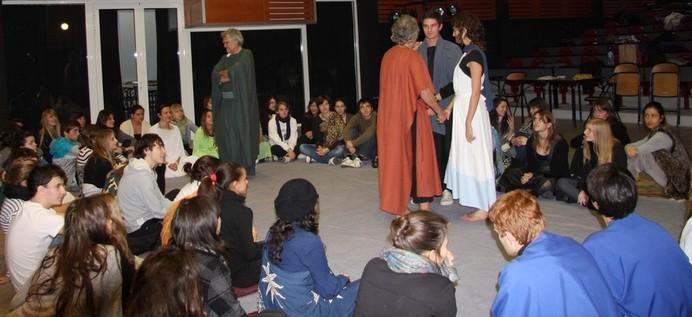 Socrate metteur en scène pour faire jouer aux élèves le mythe de l'androgyne  Le Banquet
