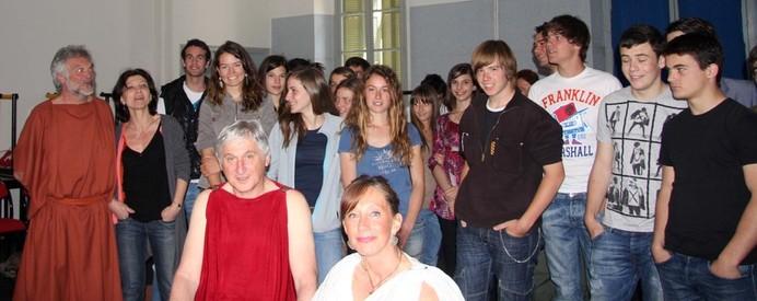 Tous les amis de Socrate réunis auprès de Mme Claire Lovichi leur professeur