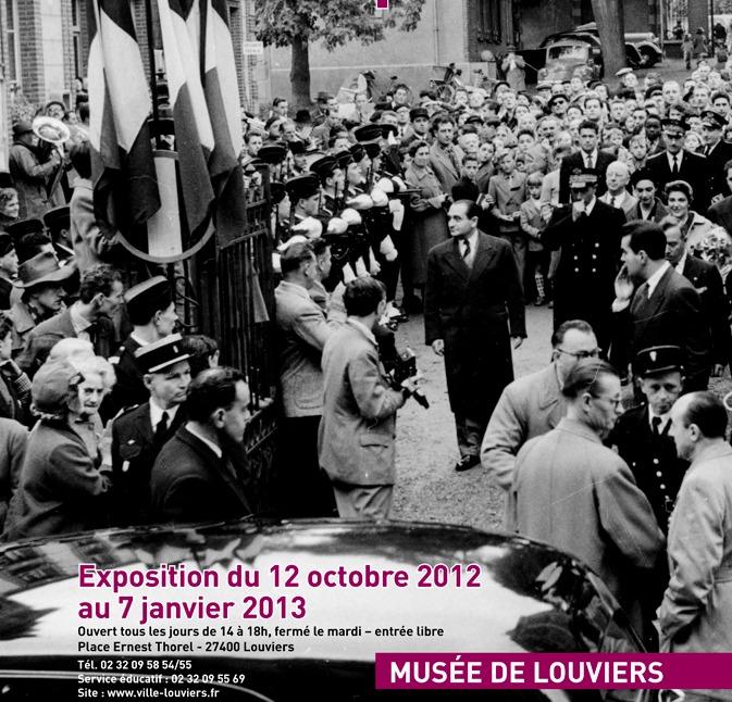 Pierre Mendes France, maire de Louviers et président du Conseil, en visite devant sa propre mairie