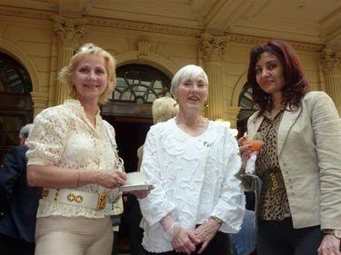 Cécil d'Estienne, le docteur Maha Masri, Directrice du centre culturel arabe ( à droite) et Larissa Noury (à gauche)