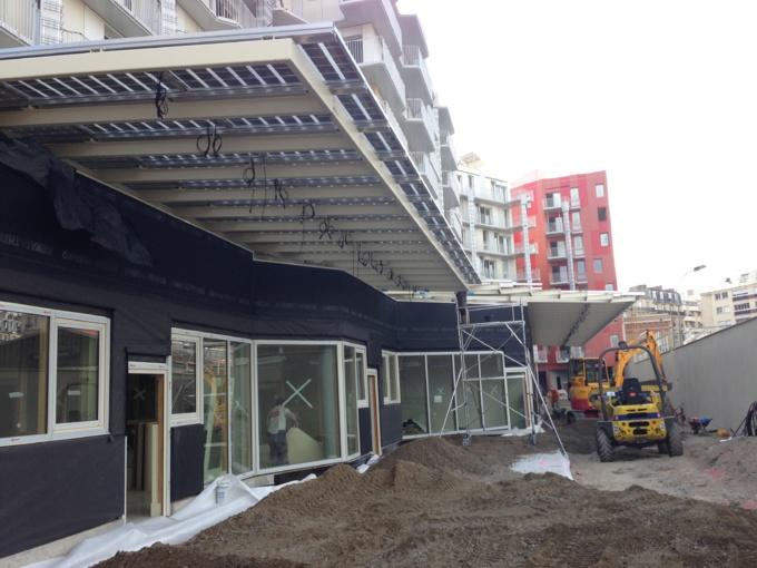Chantier juillet 2013 verranda photovoltaïque Crêche CROIX NIVERT VILLE DE PARIS . EC Solar SAS - EIFFAGE ENERGIE - EIFFAGE CONSTRUCTION