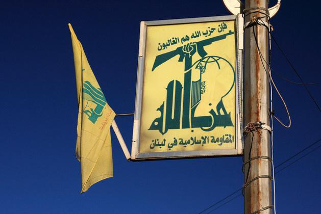Affiche du Hezbollah à Baalbeek, au nord de la plaine de la Bekaa. Crédit yeowatzup (Flickr).