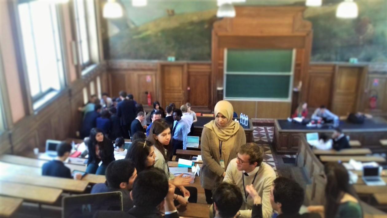 """Discussions lors du """"unmoderated caucus"""" - Crédit photo Emilien Gervais"""