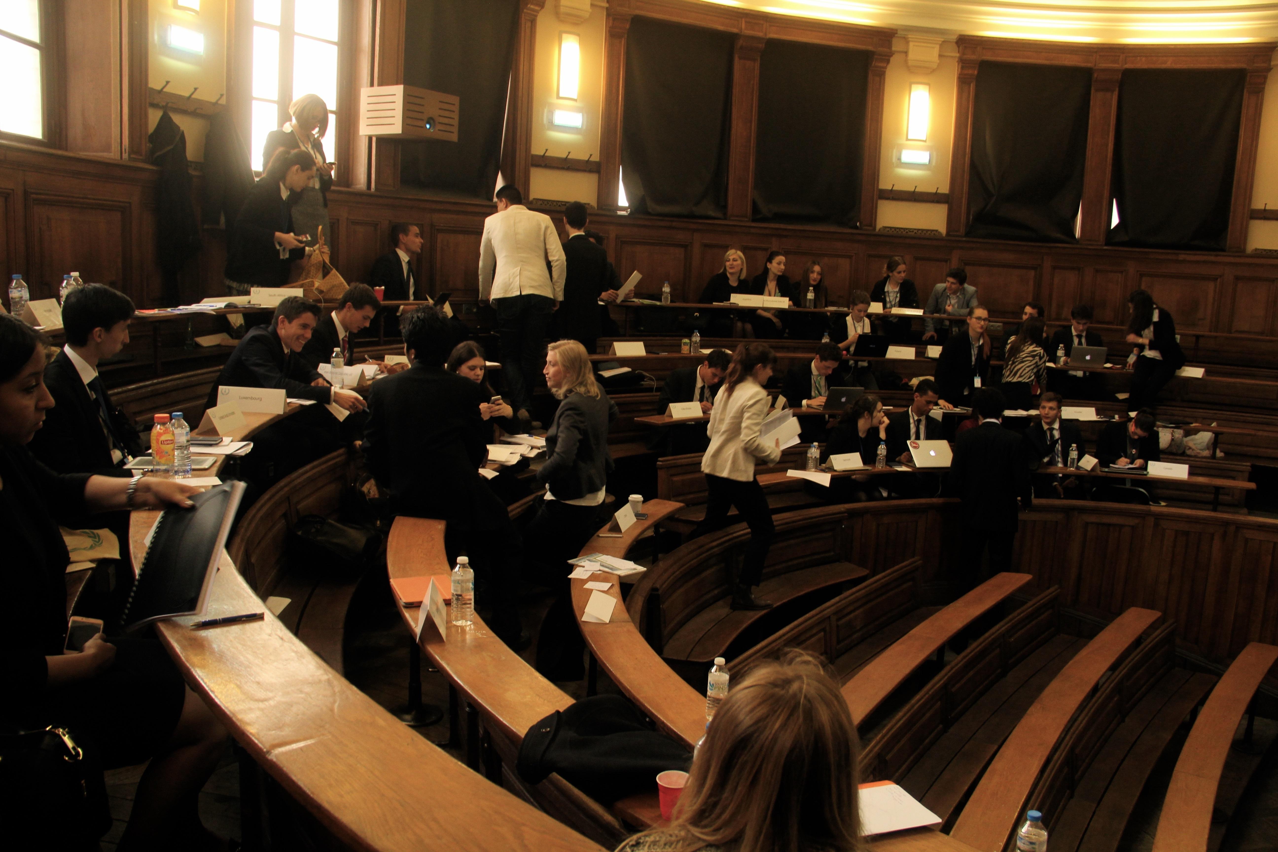 """""""Unmoderated caucus"""" à l'ECOFIN. - Crédit Lisa Hugouvieux"""