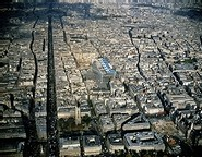 Bd de Sébastopol et de Strasbourg (à gauche: la rue Saint-Denis) Source : La Documentation Française