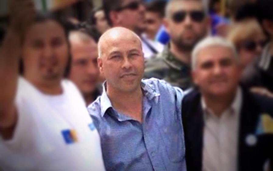 Hocine Azem entre le président et un militant du MAK (PH/SIWEL)