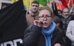 """A Paris, """"On nous a carrément installés devant la porte de l'ambassade de Turquie avec les menottes aux bras. """" témoigne Berivan Firat du Conseil Démocratique kurde en France"""