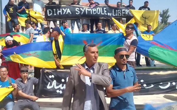 VIDÉO. Les Chawis brandissent fièrement leur drapeau pour dénoncer l'atteinte aux symbole amazighs