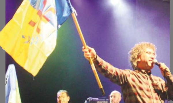 Le journal de Saint-Denis met à l'honneur Zedek Mouloud et le drapeau kabyle